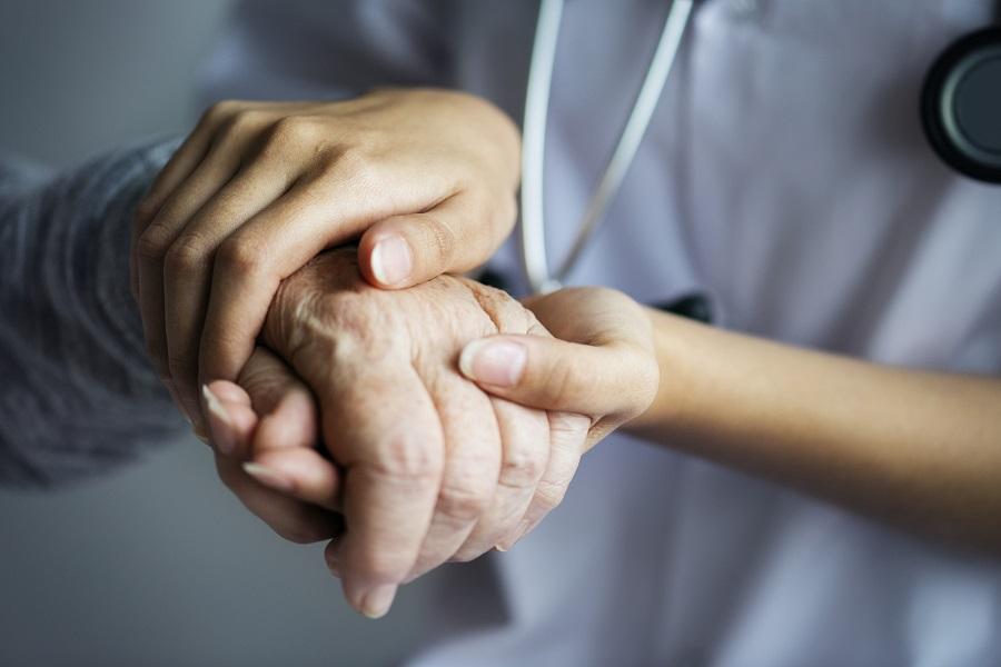 """Andrés Ledezma, director CIGAP: """"Necesitamos contar con más especialistas de salud en personas mayores"""""""